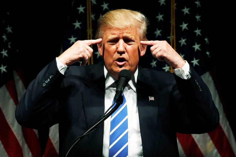 Donald Trump, candidato do partido Republicano à Presidência dos EUA, se encontra com apoiadores em Council Bluffs, no estado americano de Iowa - 28-09-2016
