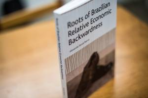 Livro - Roots of Brazilian Relative Economic Backwardness