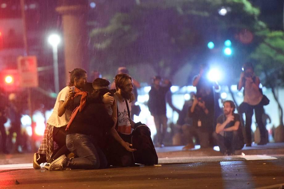 """Policiais e manifestantes entram em confronto durante protesto """" Fora Temer """" no Largo da Batata, em São Paulo (SP) - 04/09/2016"""