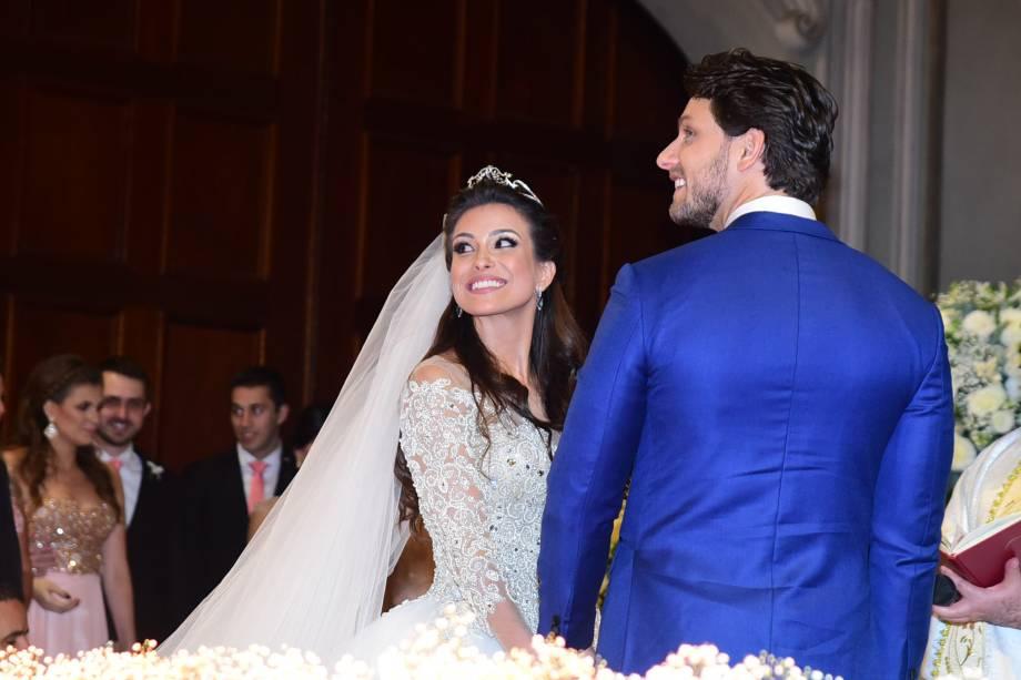 Os ex-BBBs, Kamilla Salgado e Eliéser Ambrósio se casam em São Paulo