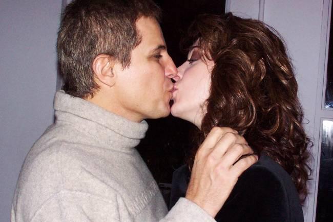 Edson Celulari beija Cláudia Raia durante inauguração do Espaço W Wella - 04/06/2004