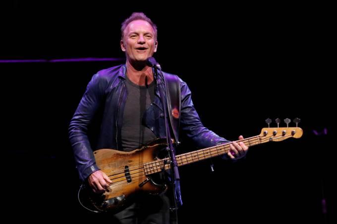 O cantor Sting se apresenta na Universidade do Estado da Califórnia em Northridge