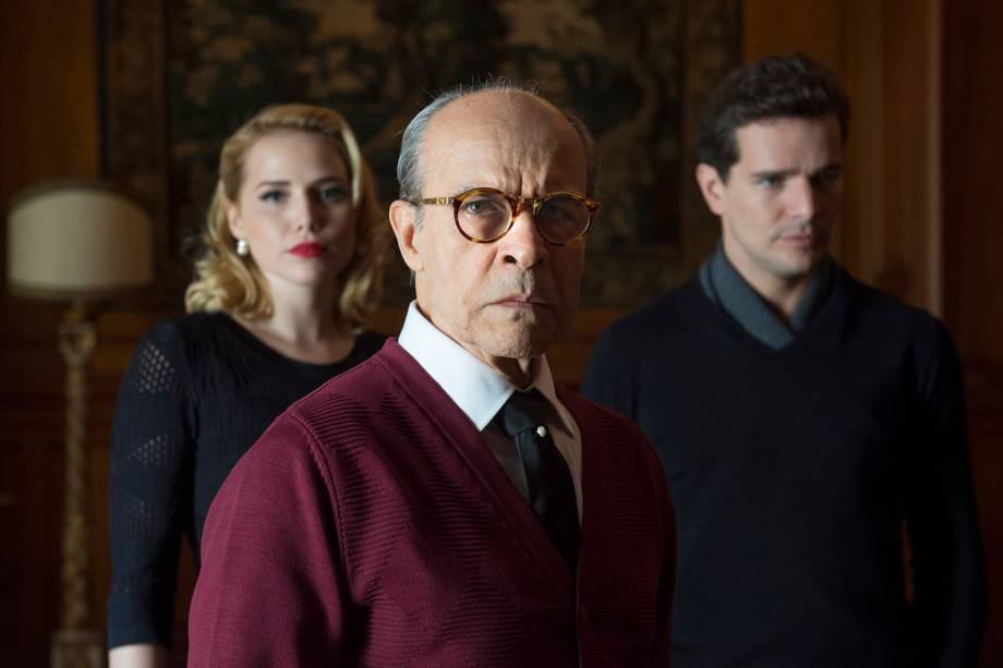 Otaviano (Daniel de Oliveira), Julia  Leticia Colin  e Pompeu (Osmar Prado), em cena da minissérie 'Nada Será Como Antes'