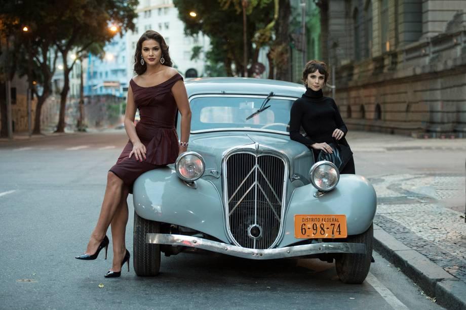 Veronica ( Débora Falabella ) e  Beatriz ( Bruna Marquezine ), em cena da minissérie 'Nada Será Como Antes'