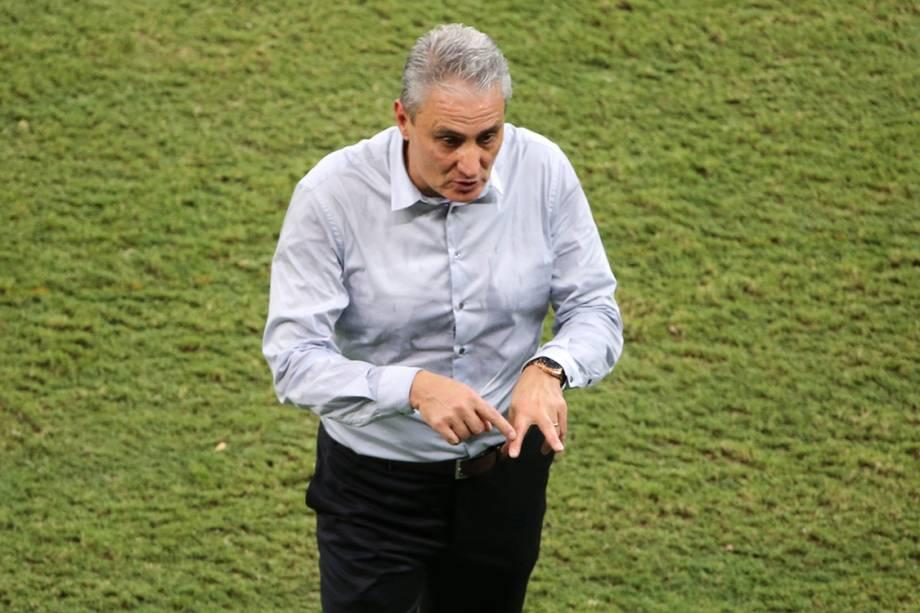 O técnico da seleção, Tite, durante a partida contra a Colômbia, nas Eliminatórias da Copa, em Manaus