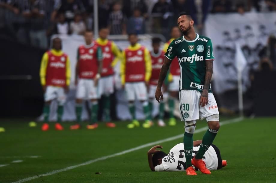 Corinthians e Palmeiras se enfrentam pelo Campeonato Brasileiro no Itaquerão