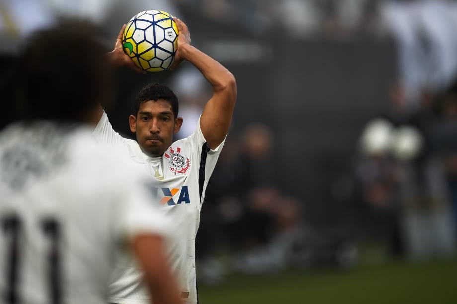 O lateral Léo Príncipe do Corinthians na partida contra o Palmeiras no Itaquerão