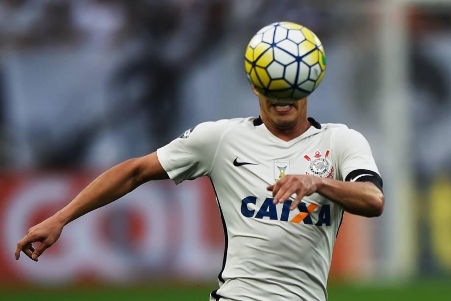O meia Rodriguinho do Corinthians durante partida contra o Palmeiras no Itaquerão