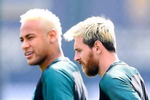 Os jogadores Neymar (esq) e Messi (dir), durante treino do Barcelona antes da partida contra o Celtic, válida pelo grupo C da Liga dos Campeões da Europa - 12/09/2016