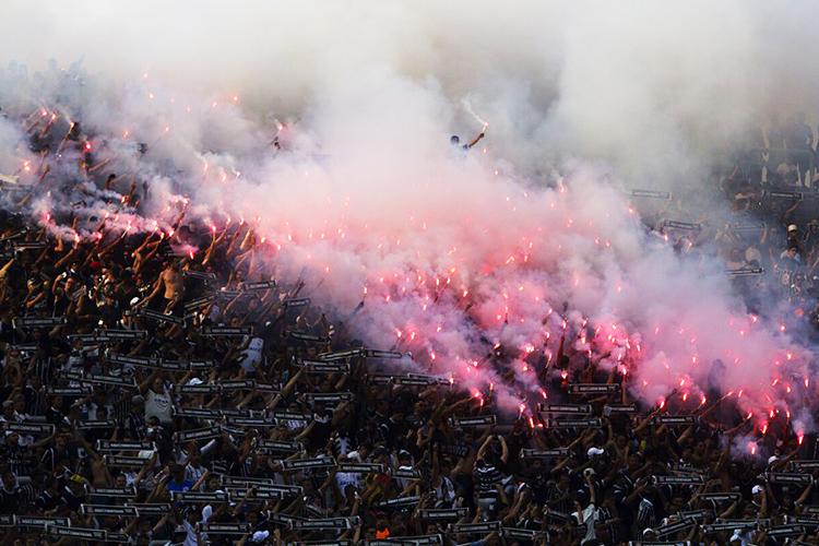 Torcida durante partida entre Corinthians e Palmeiras, válida pela 26ª rodada do Campeonato Brasileiro, realizada no Itaquerão, zona leste de São Paulo (SP) - 17/09/2016