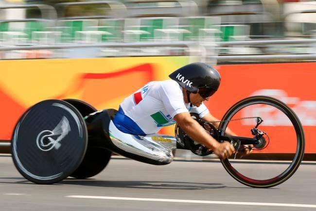 O atleta italiano Alex Zanardi durante a final do ciclismo paralímpico de estrada masculina, categoria H5, no Pontal - 14/09/2016