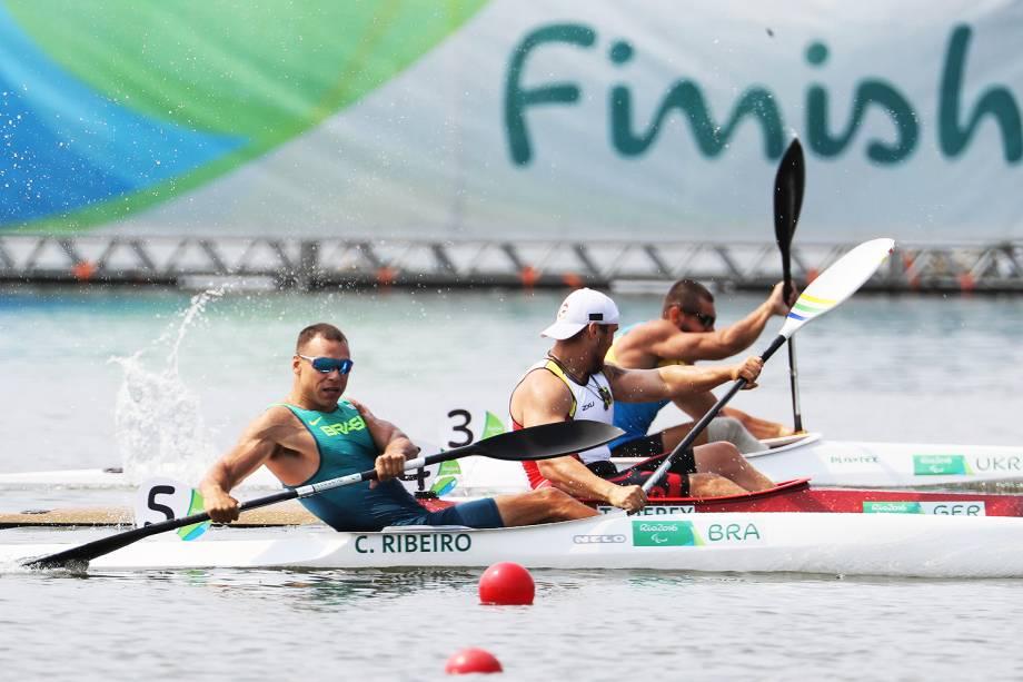 O brasileiro Caio Ribeiro conquista a medalha de bronze na canoagem, categoria KL3, na Lagoa Rodrigo de Freitas - 15/09/2016