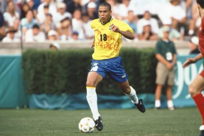 O jogador Ronaldo durante jogo contra Portugal, em partida válida pela disputa da medalha de bronze dos Jogos Olímpicos de Atlanta - 02/08/1996