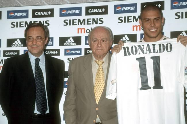 O jogador Ronaldo é apresentado ao Real Madrid - 2002