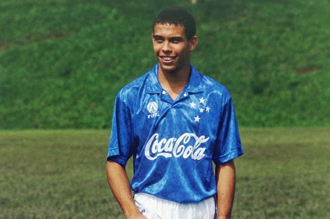 O jogador Ronaldo, com a camisa do Cruzeiro - 14/01/1994