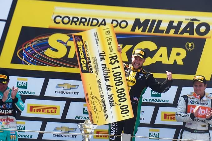 O piloto Felipe Fraga vence a Corrida do Milhão da Stock Car, realizada no Autódromo de Interlagos, zona sul de São Paulo (SP)