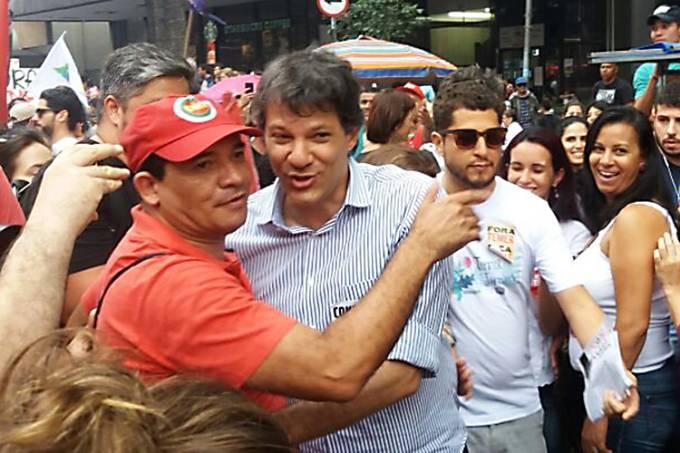 O prefeito Fernando Haddad comparece ao protesto contra o presidente Michel Temer, em São Paulo