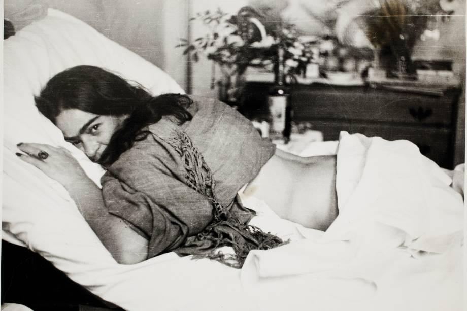 Frida de barriga para baixo, por Nickolas Muray, em 1946
