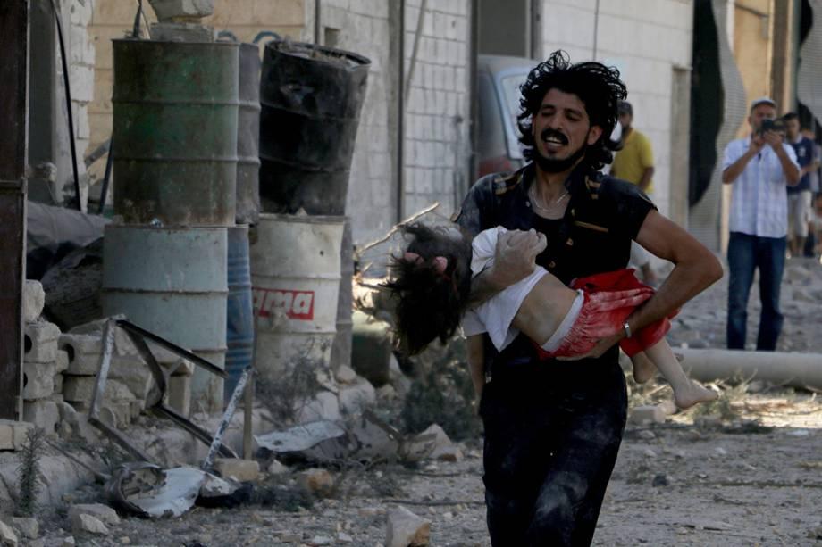 Bombardeio no bairro de Al-Shaar em Alepo, na Síria - 27-09-2016