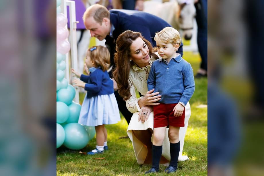Príncipe George e sua irmã Charlotte participam de uma festa infantil acompanhados de seus pais, William e Kate, em Victoria, no Canadá - 29/09/2016