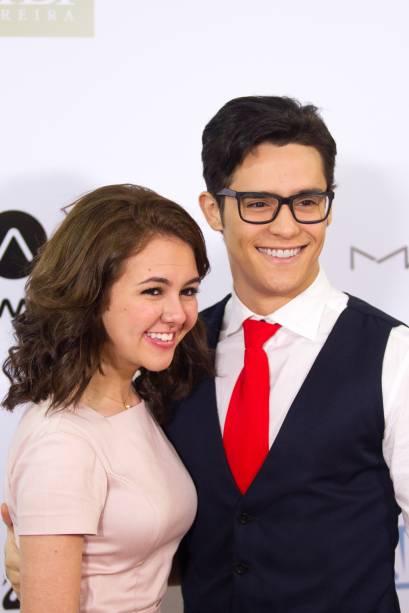 Os atores Klara Castanho e Júlio Oliveira (Foto: Natália Luz)