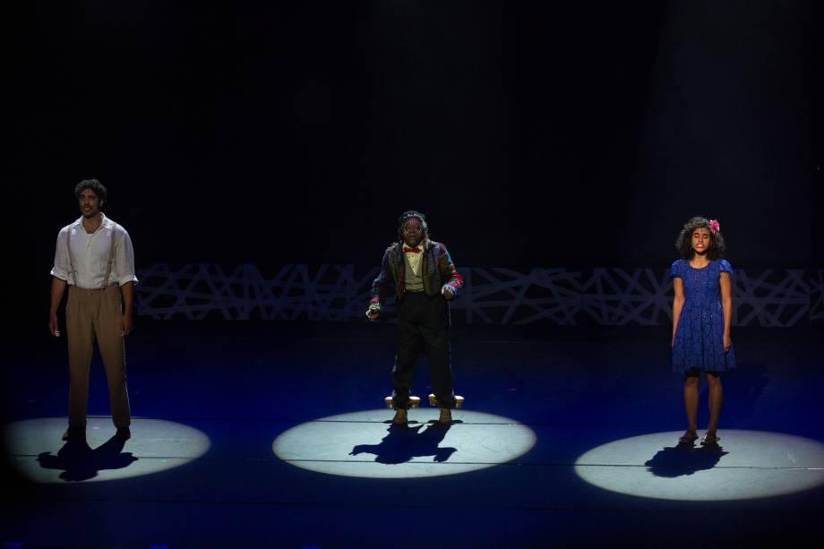 Danilo Dal Farra, Maurício Tizumba e Daniela Blois apresentam número de Gabriela - Um Musical (Foto: Natália Luz)