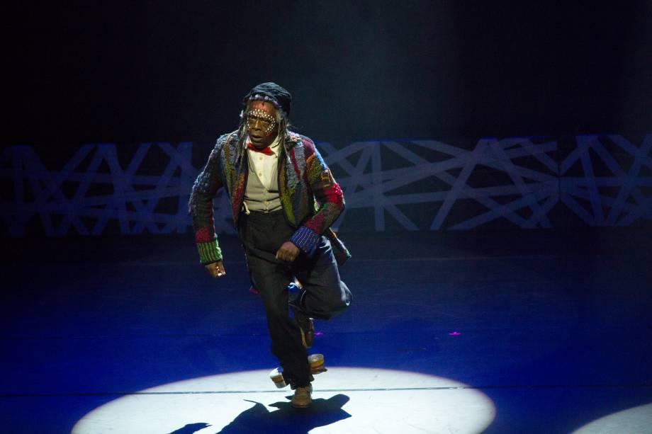 Maurício Tizumba apresenta número de Gabriela - Um Musical (Foto: Natália Luz)