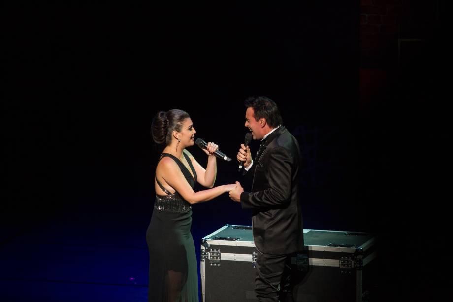 Lívia Dabarian e Alírio Netto apresentaram número de We Will Rock You (Foto: Natália Luz)