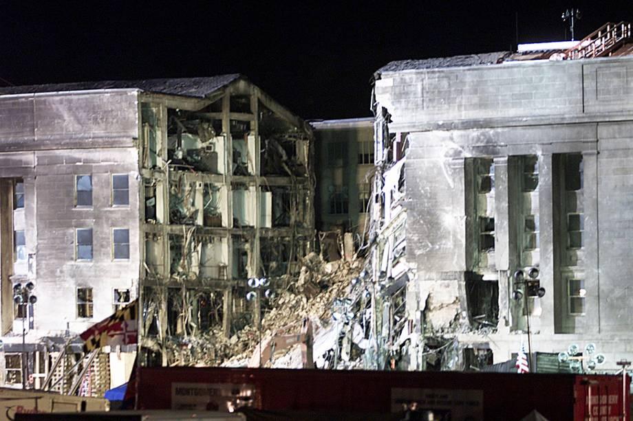 O ataque ao Pentágono matou 125 funcionários que estavam no prédio e as 64 pessoas a bordo da aeronave