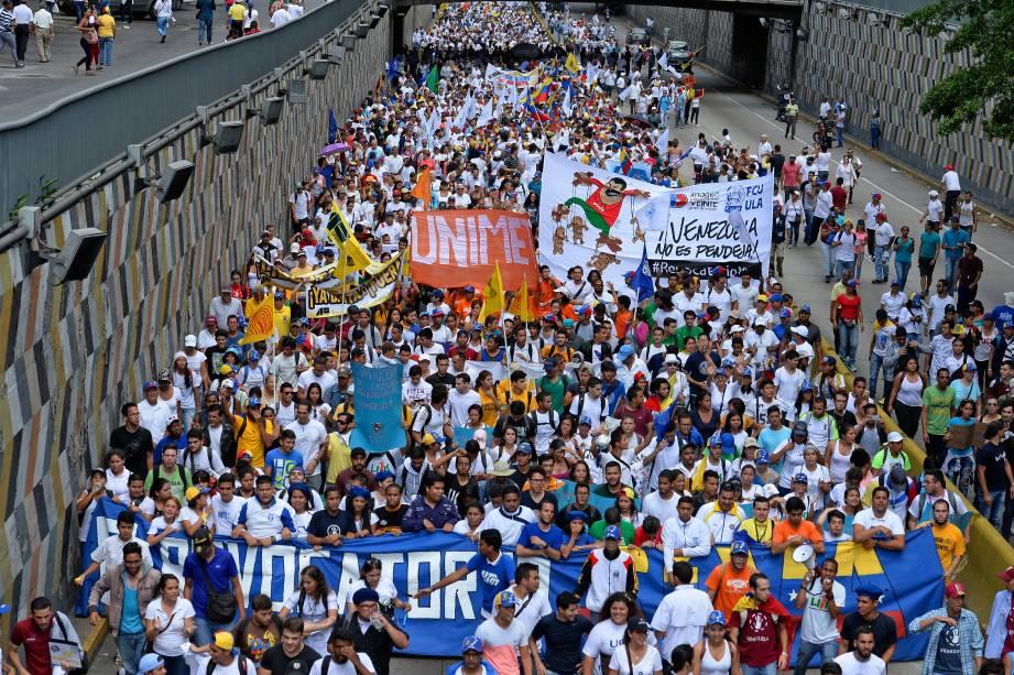 Ativistas participam de marcha contra Nicolás Maduro, em Caracas, Venezuela - 01/09/2016