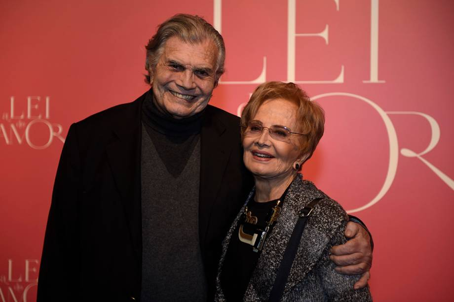 Os atores Tarcísio Meira e Glória Menezes, durante a festa de lançamento da novela 'A Lei do Amor'
