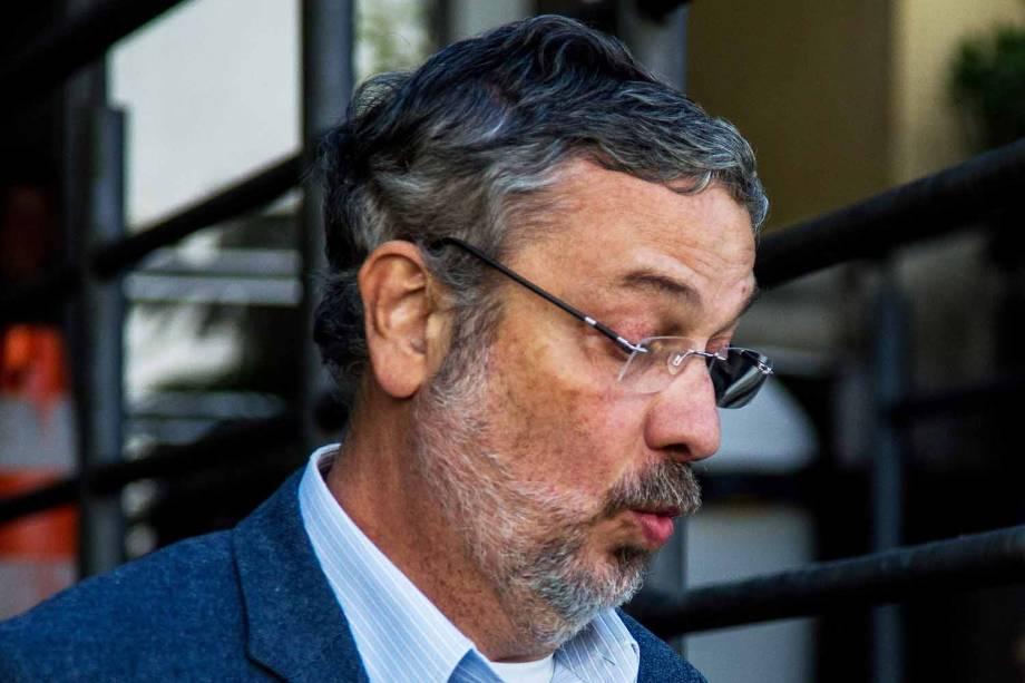 """O ex-ministro Antonio Palocci (PT) chega ao Instituto Médico Legal, em Curitiba (PR), após ser preso durante a 35ª fase da Operação Lava Jato, intitulada """"Omertà"""""""