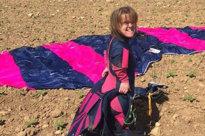 A paraquedista Pamela Gower