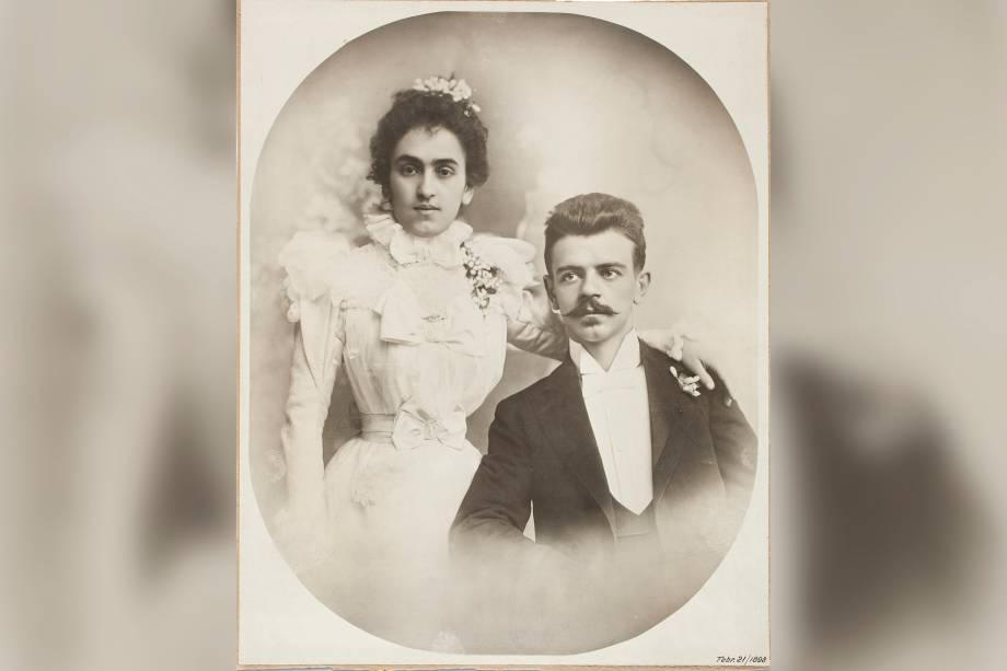 Retrato de casamento (Matilde Calderón e Guillermo Kahlo) por Anônimo em 1898