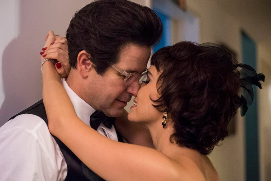 Saulo (Murilo Benício) e Veronica (Débora Falabella) em cenas de Nada Será Como Antes, nova série da TV Globo