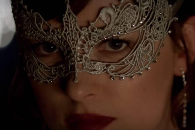 Anastasia (Dakota Johnson) no teaser de 'Cinquenta Tons Mais Escuros'