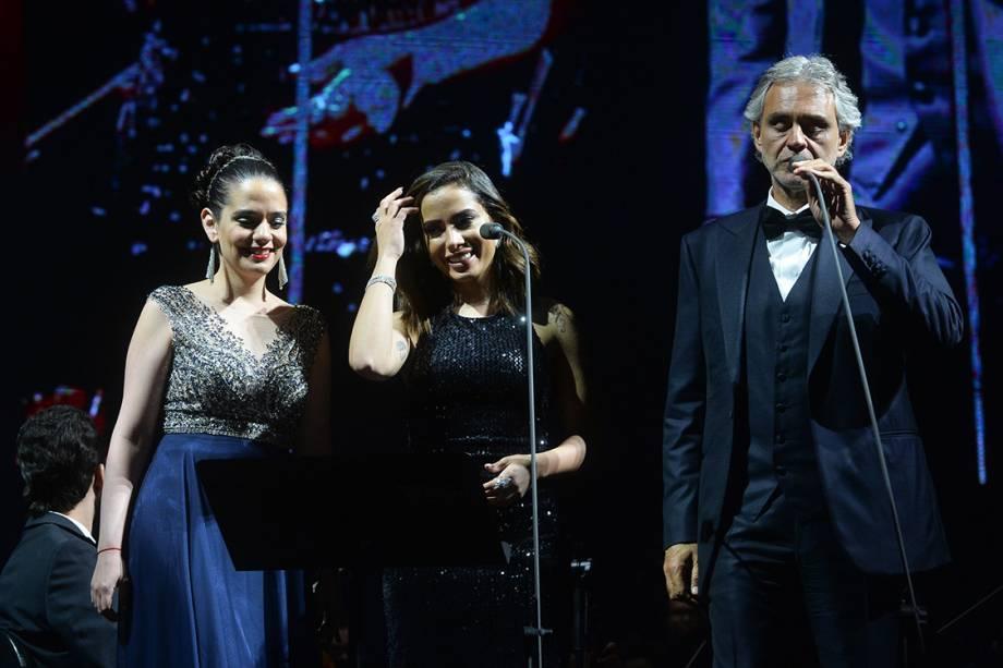 Anitta faz participação especial em apresentação do compositor italiano Andrea Bocelli, no Allianz Parque em São Paulo