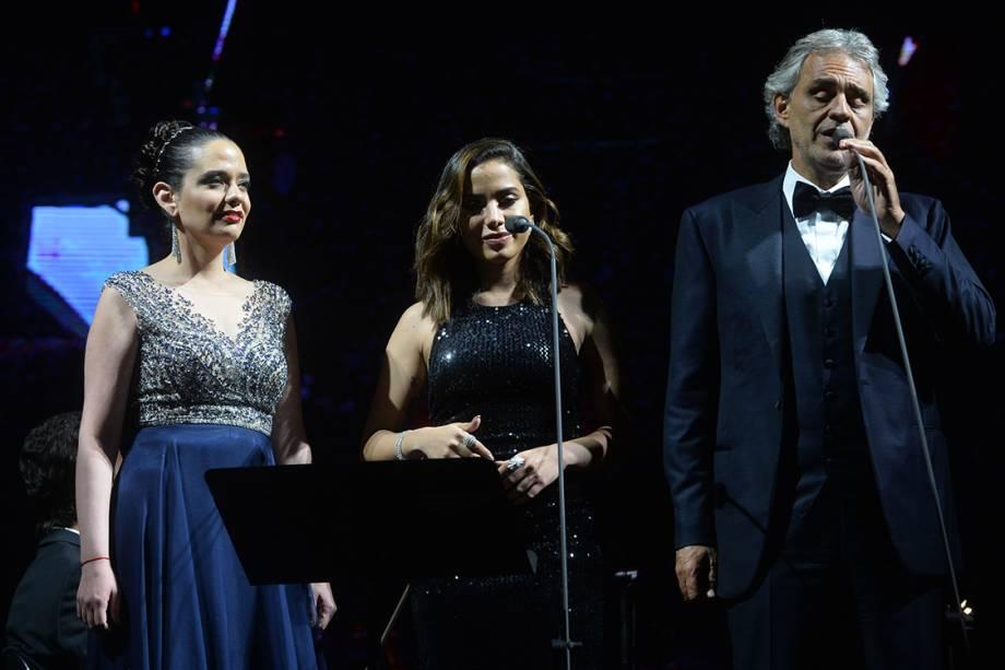 Compositor e cantor Andrea Bocelli e cantora Anitta se apresentam ao público no Allianz Parque, em São Paulo