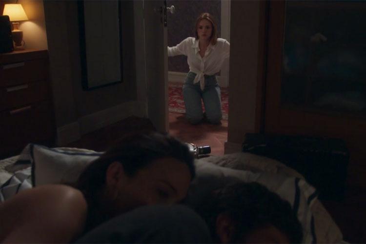 Helô flagra Suzana na cama de Pedro