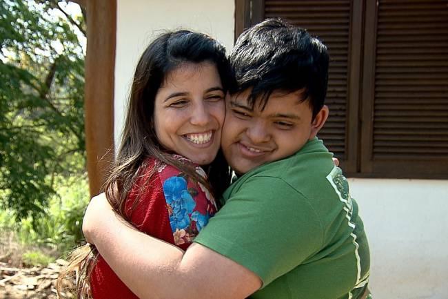 Ana Ariel e o filho, adotado em 2003 com o ator Caio Blat