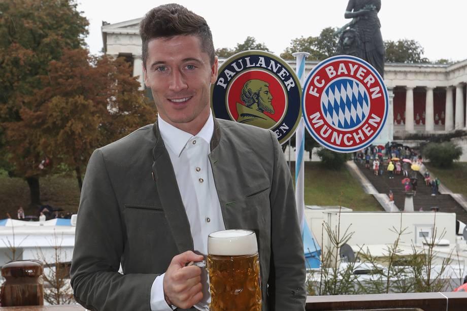 Robert Lewandowski comparece ao Oktoberfest, em Munique