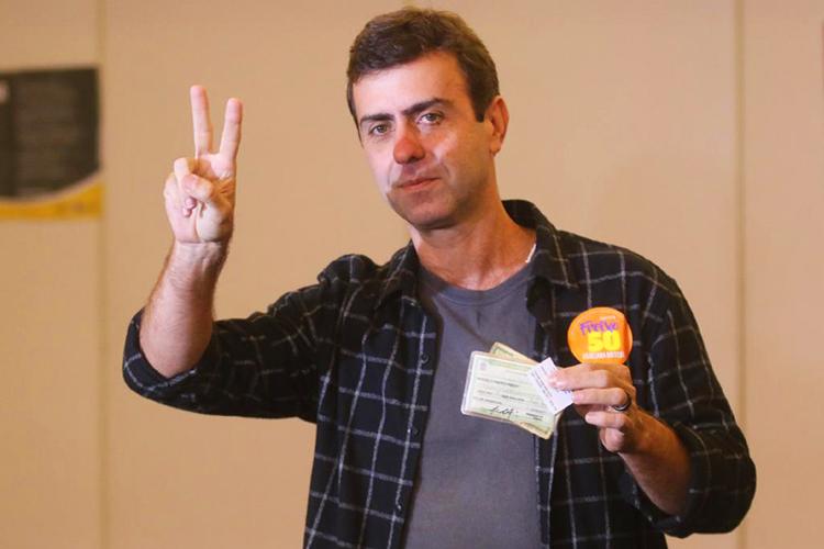 O candidato à prefeitura do Rio de Janeiro (RJ), Marcelo Freixo (PSOL), vota no bairro do Leblon - 02/10/2016