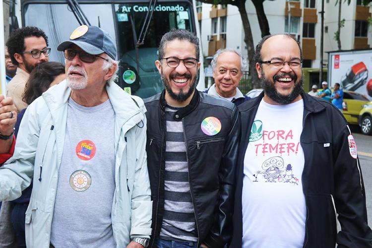 O deputado federal Jean Wyllys (PSOL) vota no bairro do Leblon, no Rio de Janeiro (RJ) - 02/10/2016