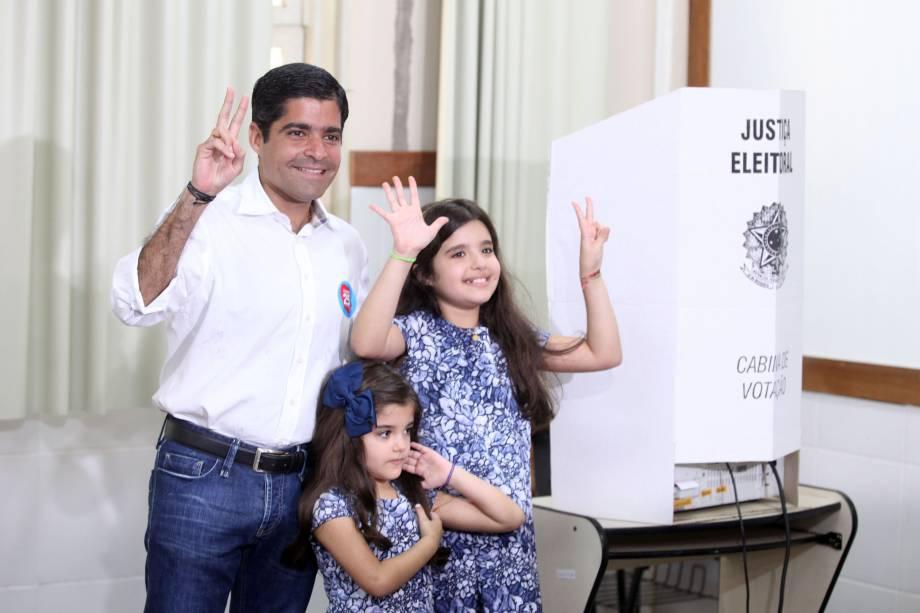 ACM Neto (DEM), candidato à reeleição, vota na Faculdade de Administração da UFBA, em Salvador - 02/10/2016