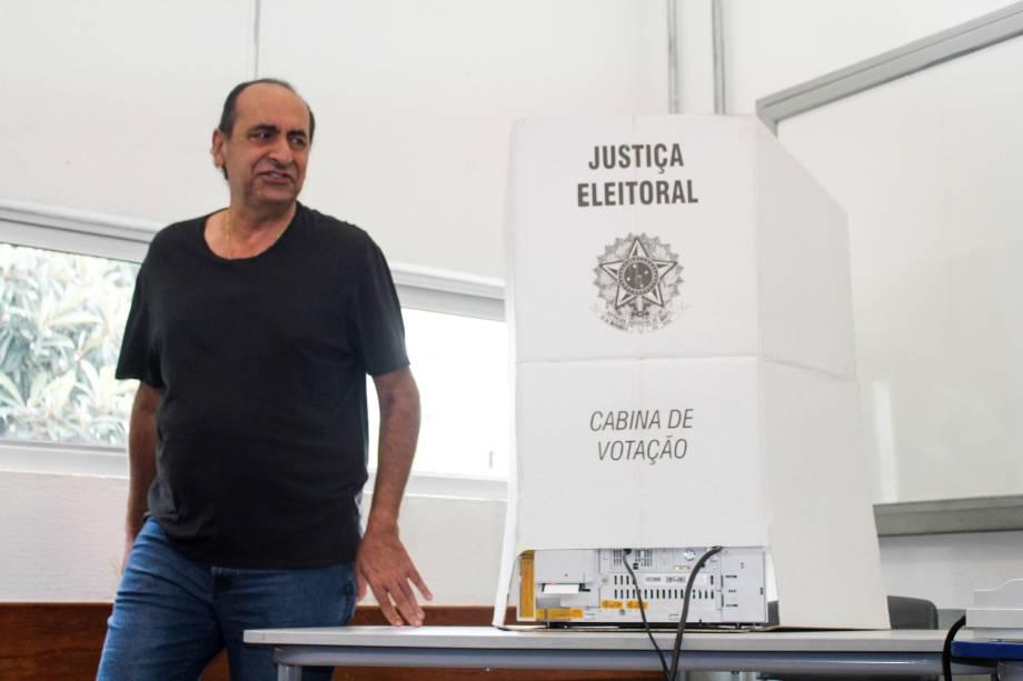 O candidato à prefeitura de Belo Horizonte, Alexandre Kalil (PHS), vota na região centro sul, de Belo Horizonte - 02/10/2016