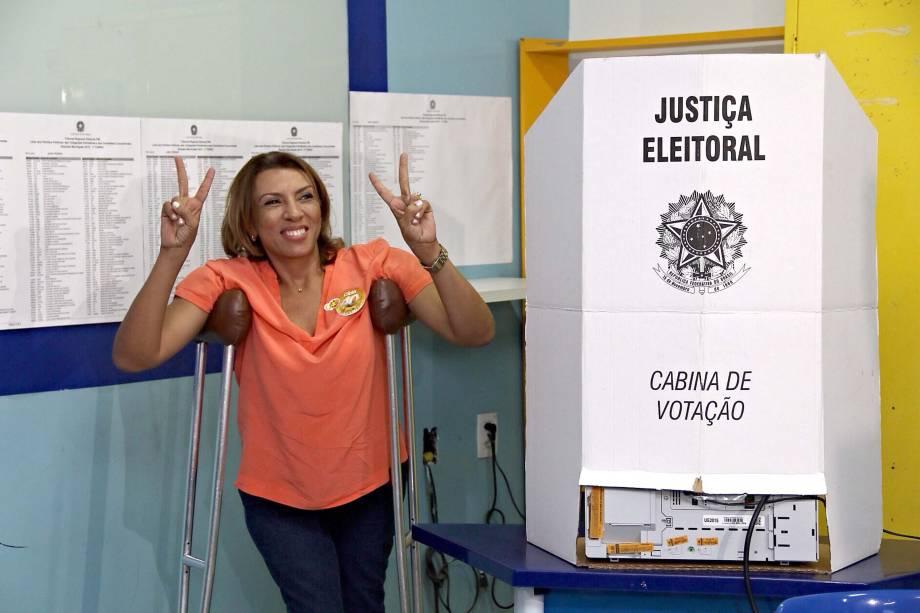 A candidata à prefeitura Cida Ramos (PSB), vota no Colégio Meta, em João Pessoa, na Paraíba, na manhã deste domingo - 02/10/2016