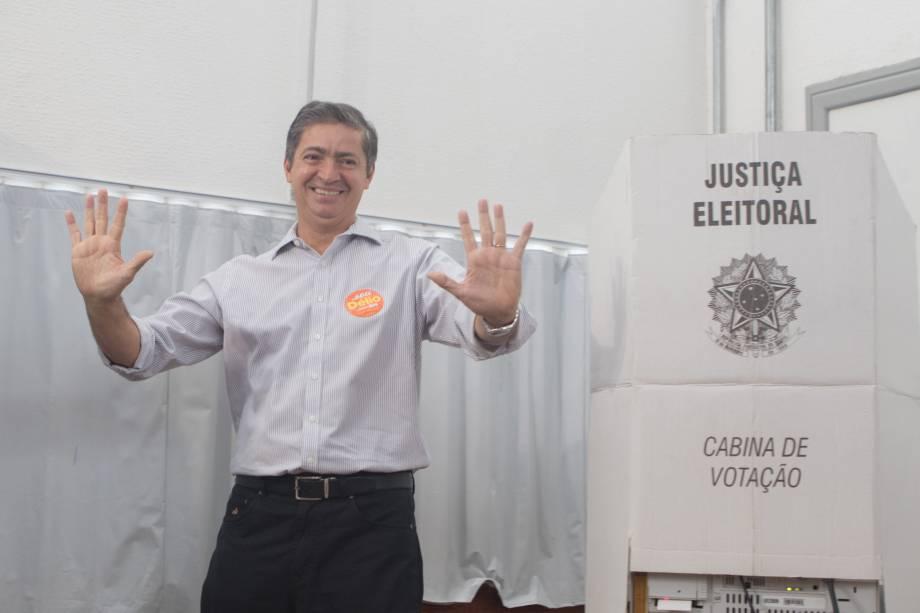 O candidato Delio Malheiros (PSB) vota em Belo Horizonte, na manhã deste domingo - 02/10/2016