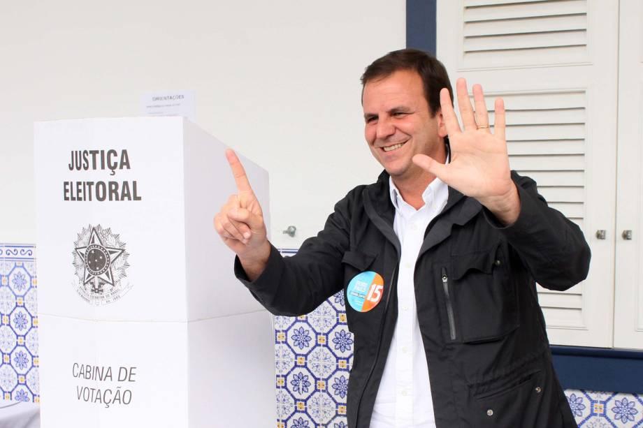 O prefeito Eduardo Paes (PMDB) vota no Gávea Glof Club, em São Conrado, Zona Sul do Rio de Janeiro - 02/10/2016