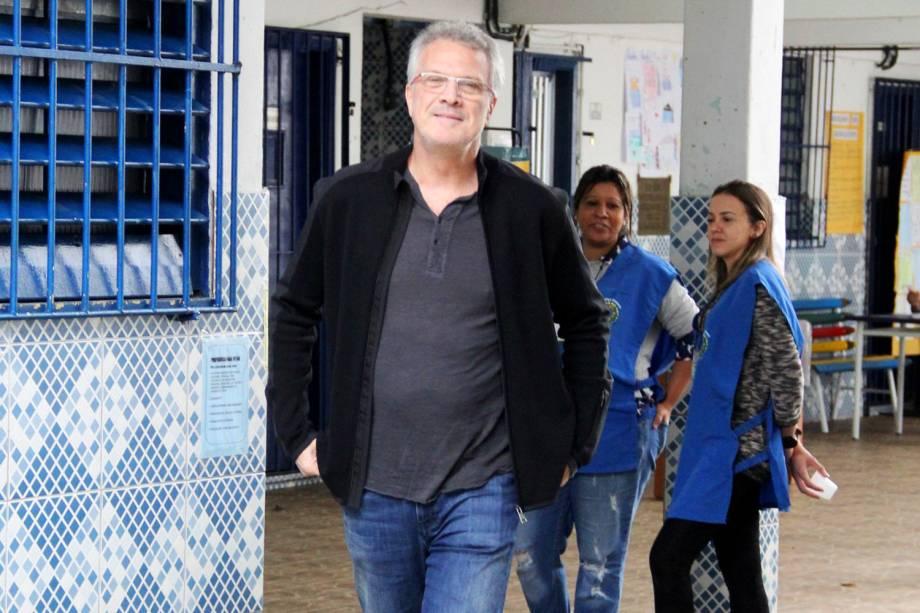 O apresentador e jornalista Pedro Bial vota no Rio de Janeiro (RJ) - 02/10/2016