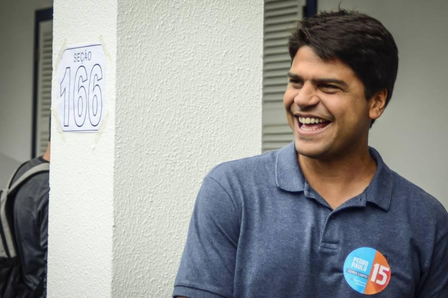 O canditado a prefeito do Rio de Janeiro, Pedro Paulo (PMDB)  registra seu voto na seção de votação no Gávea Country Club, em São Conrado, zona sul da cidade - 02/10/2016